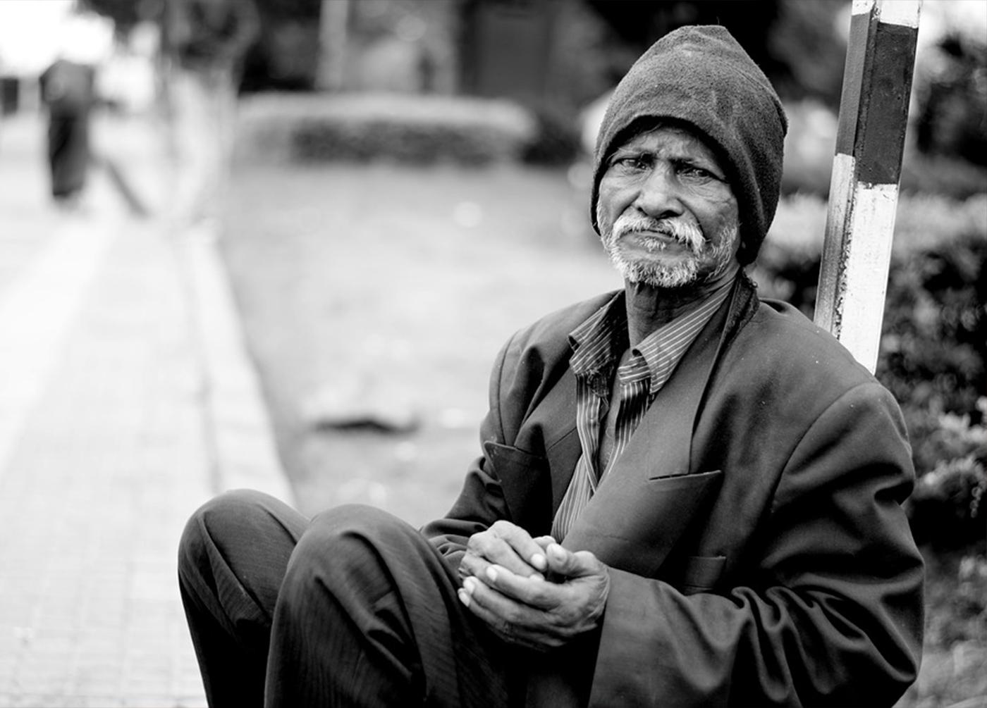 Persona indigente con sguardo dignitoso